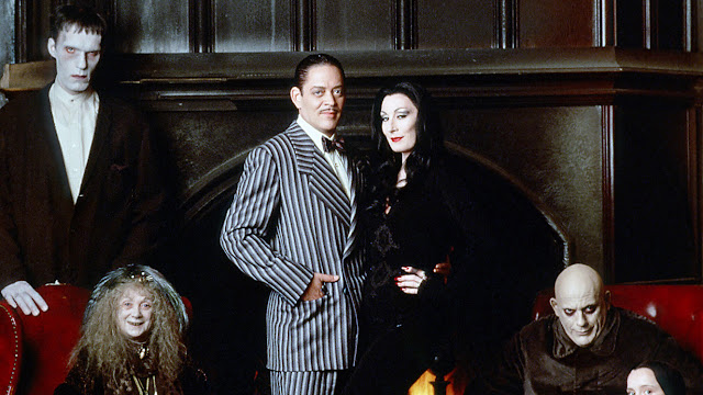 letmecrossover_blog_michele_mattos_blogger_blogueira_halloween_the_best_movies_to_watch_movie_marathon_os_melhores_filmes_para_assistir_no_hocus_pocus_abracadabra_sanderson_sisters_scary_not_so_spooky_the_addams_family_movie_musical_disney_wednesday_costume_ideas_how_to_makeup_family_values_reunion