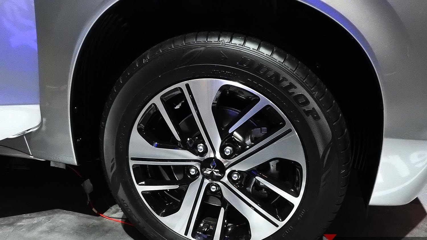 rims mitsubishi xpander has a good design color selection and finishing for two tone color luggage two tone rims are only for sport and ultimate variants  [ 1500 x 844 Pixel ]