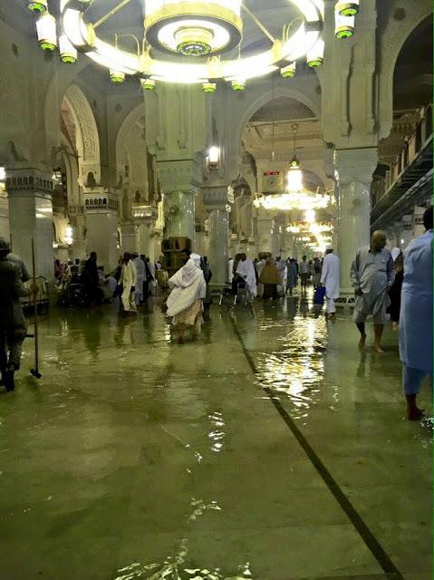 MASYALLAH.. Makkah Banjir, Di Masjidil Haram Air sampai Semata Kaki
