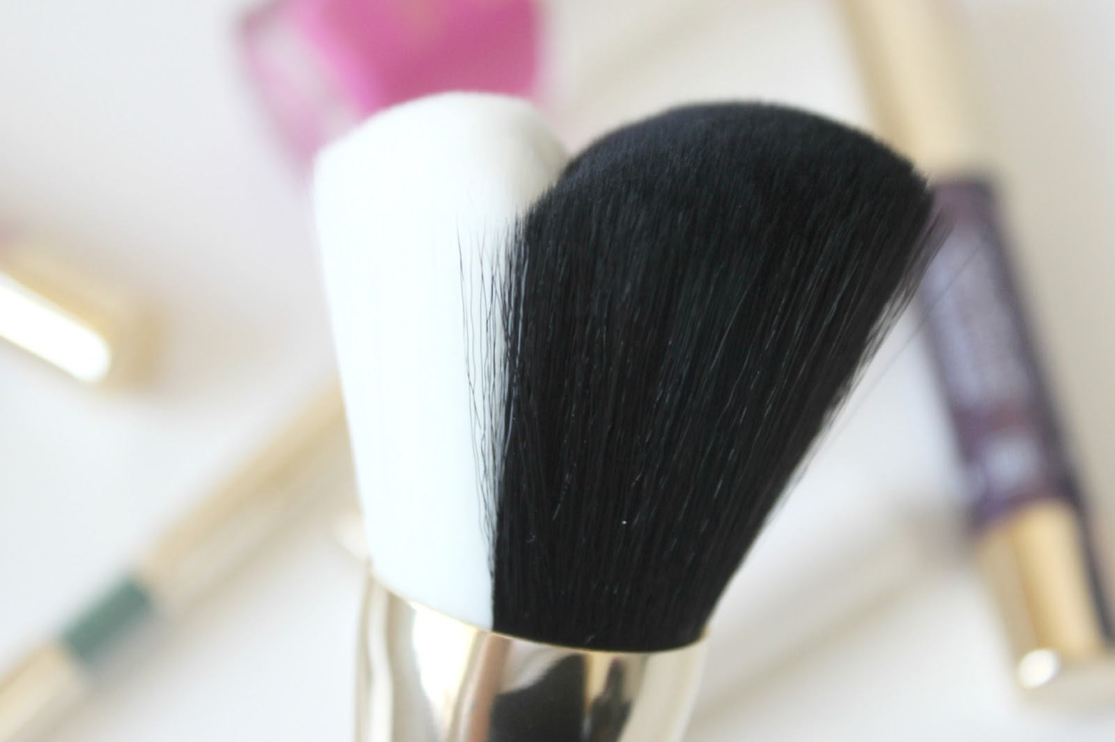 A picture of the KIKO Daring Game Face Brush