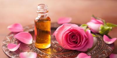 Cara Menghilangkan Bekas Jerawat dengan minyak bunga mawar
