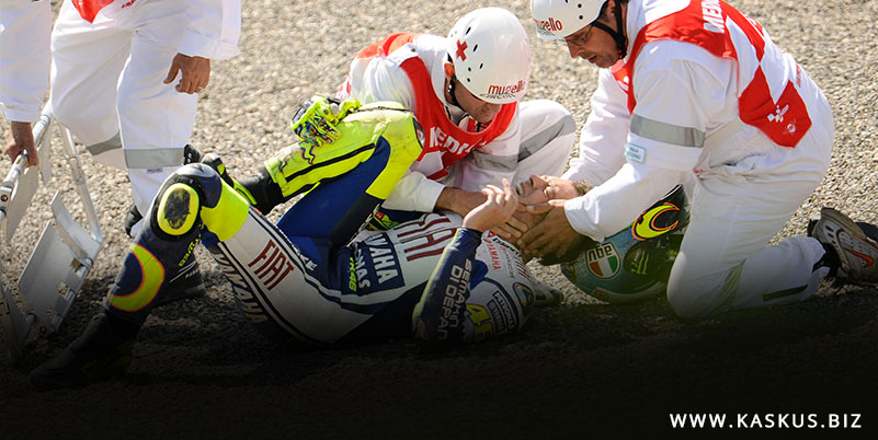 Valentino Rossi Patah Kaki Kanan