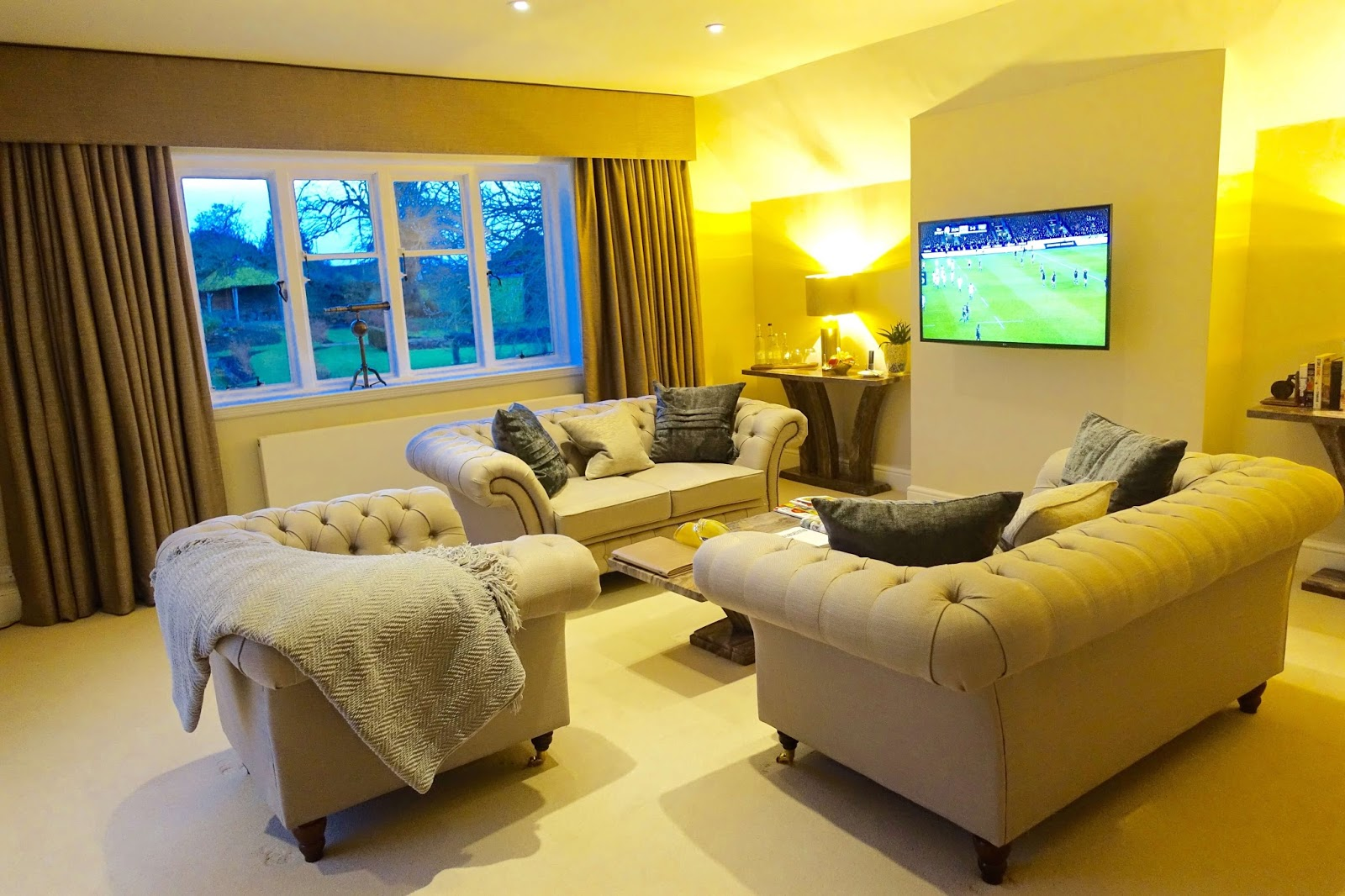 separate living area in sudbury house hotel