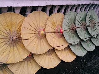 Payung Geulis dari kertas setengah jadi