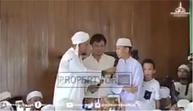 Bikin Meleleh, Muallaf Tionghoa yang Baru Berusia 13 tahun Membuat Ayahnya Masuk Islam