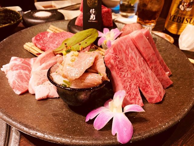 豬頸肉(放碗內的,又稱松阪豬)、岩手梅花豬肉、和牛牛排(油花最漂亮的)、小塊牛排(類似骰子牛)、牛舌、牛里肌肉