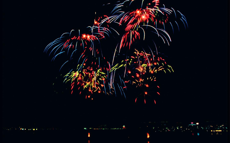 Foto dan wallpaper kembang api tahun baru wallpapersforfree gambar kembang api foto kembang api 2012 pesta kembang api voltagebd Images