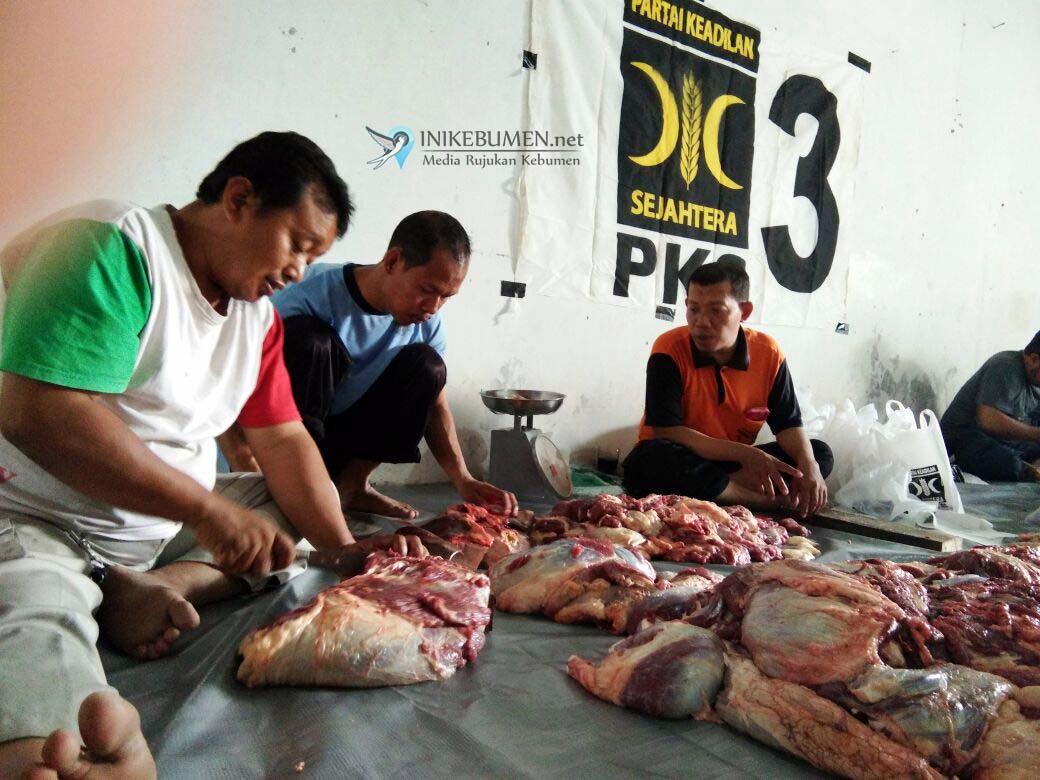Rayakan Idul Adha, PKS Kebumen Kurban 2 Sapi dan 3 Kambing