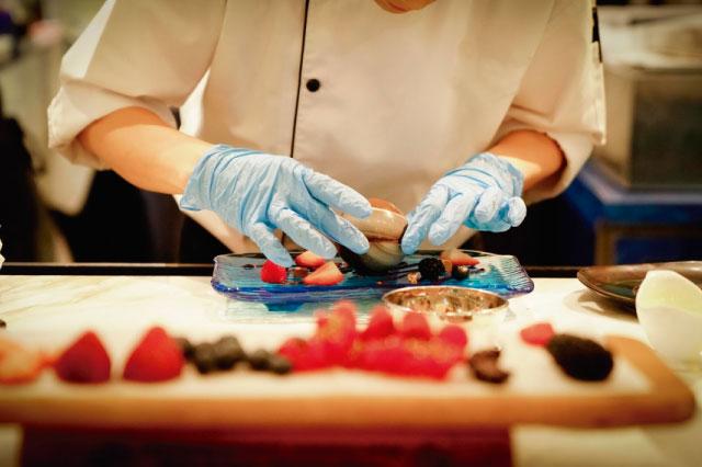 GUANTES en la cocina y porqué NO debemos usarlos