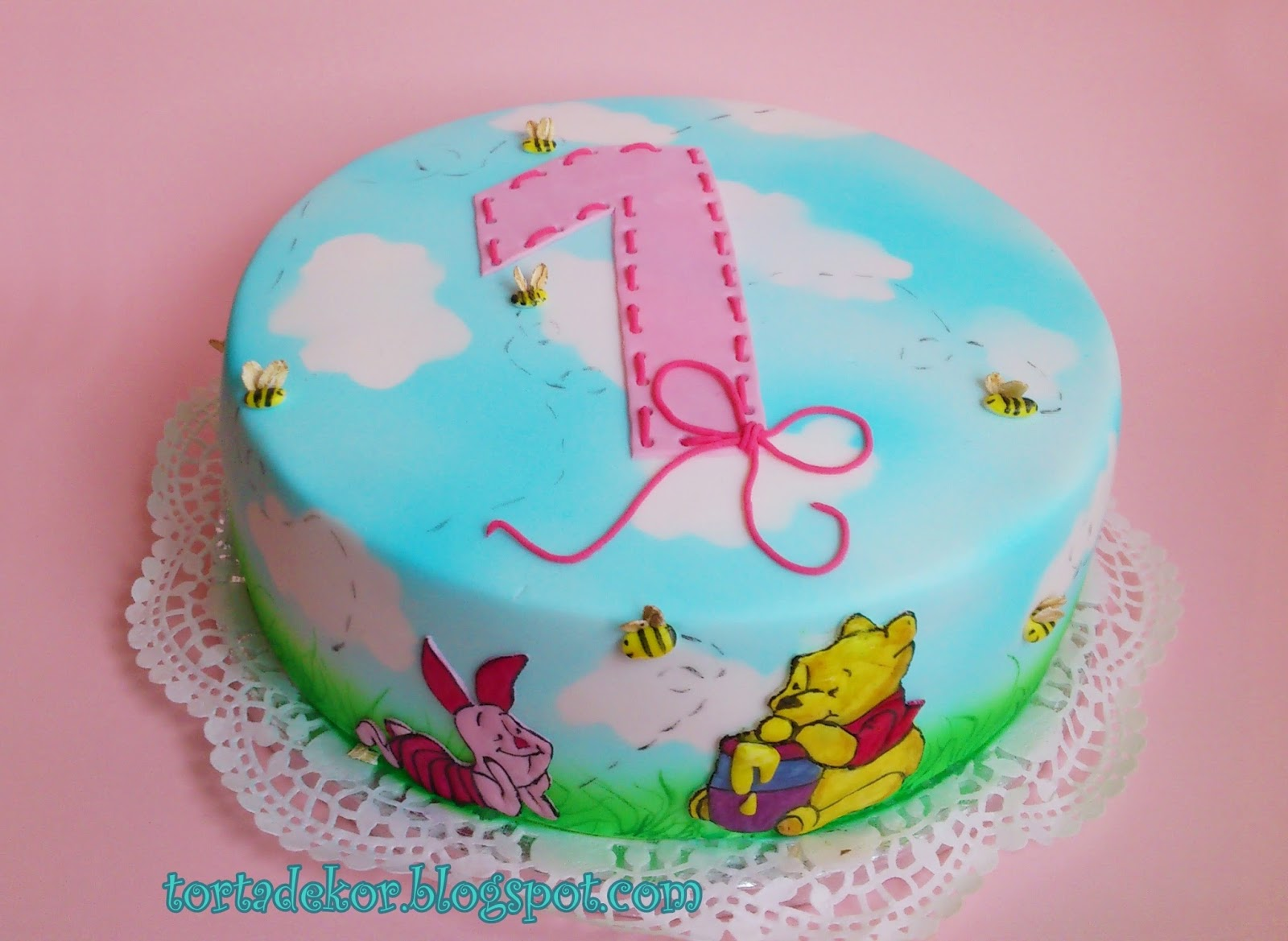 1 éves szülinapi torta Torták és más finomságok: Micimackós torta első szülinapra 1 éves szülinapi torta