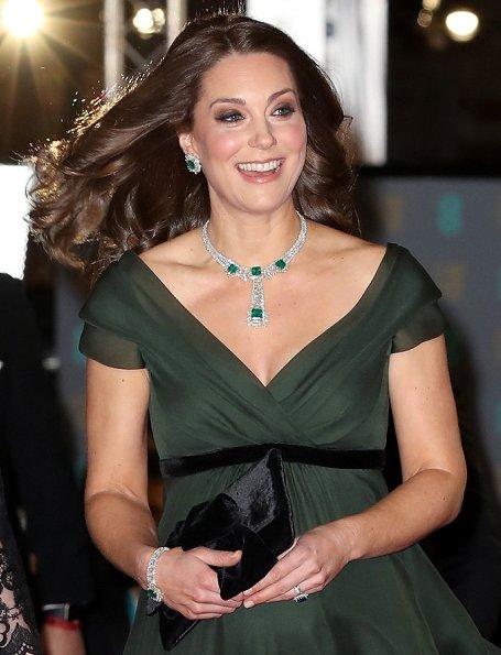 Công nương Kate Middleton lộng lẫy thắp sáng thảm đỏ bằng Bộ trang sức Colombian Emeralds.