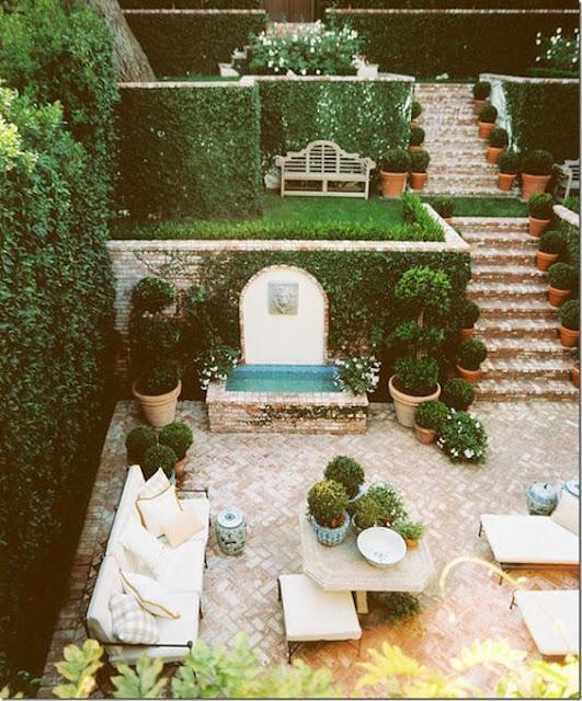 outdoor-living-space-brick-courtyard