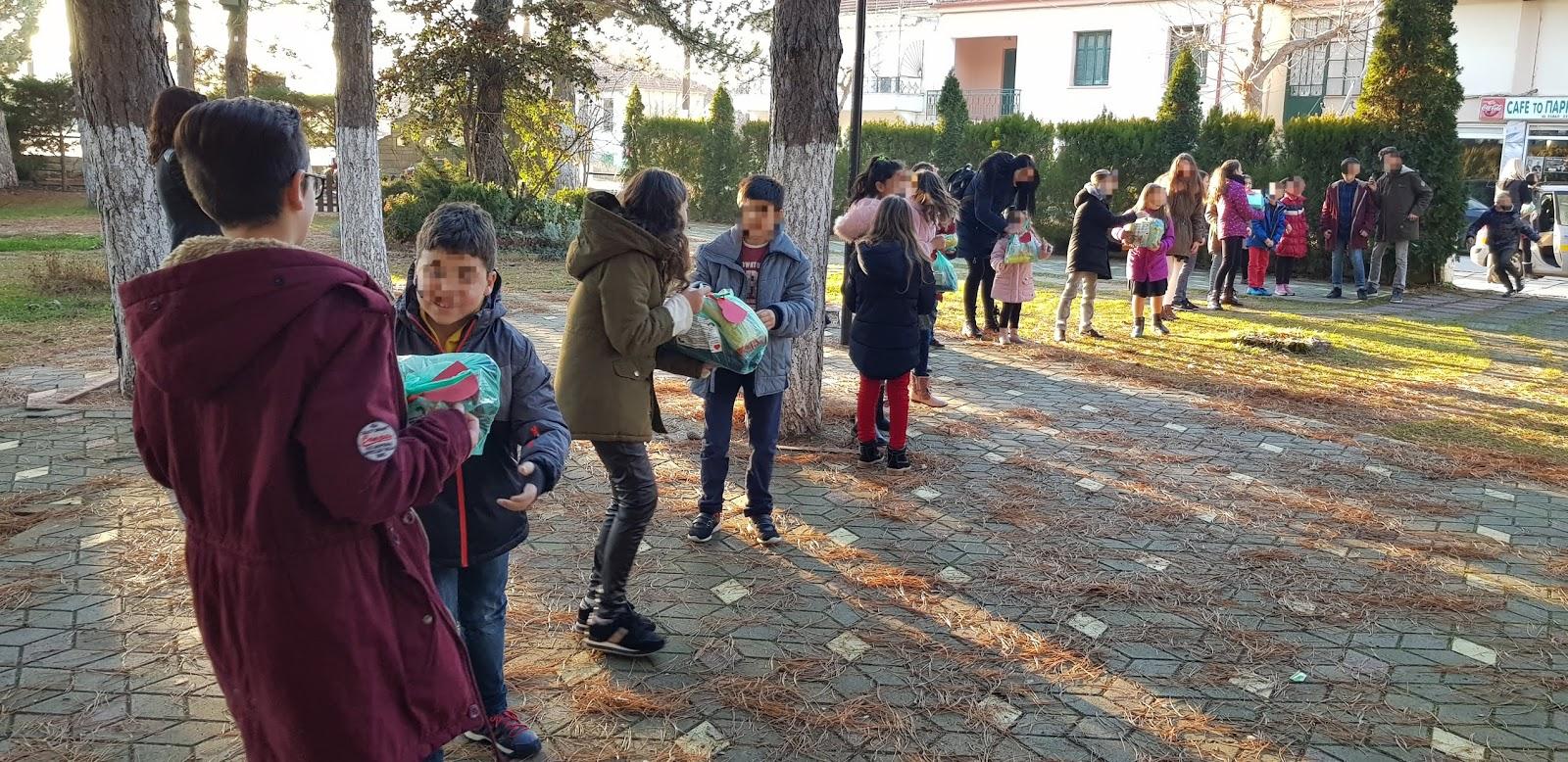efd8066282 Την Πέμπτη και την Παρασκευή 20 και 21 Δεκεμβρίου πραγματοποιήθηκαν οι  Χριστουγεννιάτικες εκδηλώσεις του Κέντρου Ξένων Γλωσσών ΚΟΡΥΦΉ στο Αμύνταιο  και τις ...