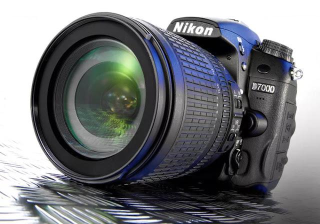 Nikon D7000 kamera DSLR yang dibandrol dengan harga Rp 10 - 13 Juta plus lensa kit ini memiliki sensor CMOS 16.2 Megapixel, kualita video HD, memiliki koneski HDMI, kecepatan 6 frame per-detik, rentang ISO 100-6400, Sensor RGB (3D Color Matrix), Image Prcessor Expeed 2, Layar LCD dengan resolusi tinggi dan material pembuatan kamera yang berkualitas