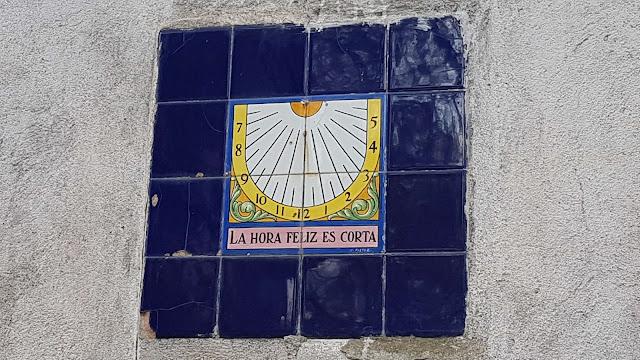 """Reloj solar """"La hora feliz es corta"""""""