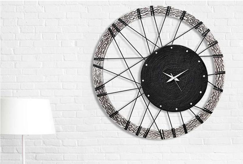 Orologio da parete da dettaglio a vero complemento d for Minimal home arredo e complemento