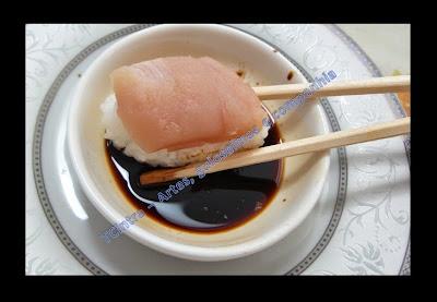 SUSHI: MAKI, CARIOCA, TEMAKI, NIGIRI SUSHI, SUSHI MAÇARICADO; comida japonesa; sushi; frutos do mar; molho shoyo