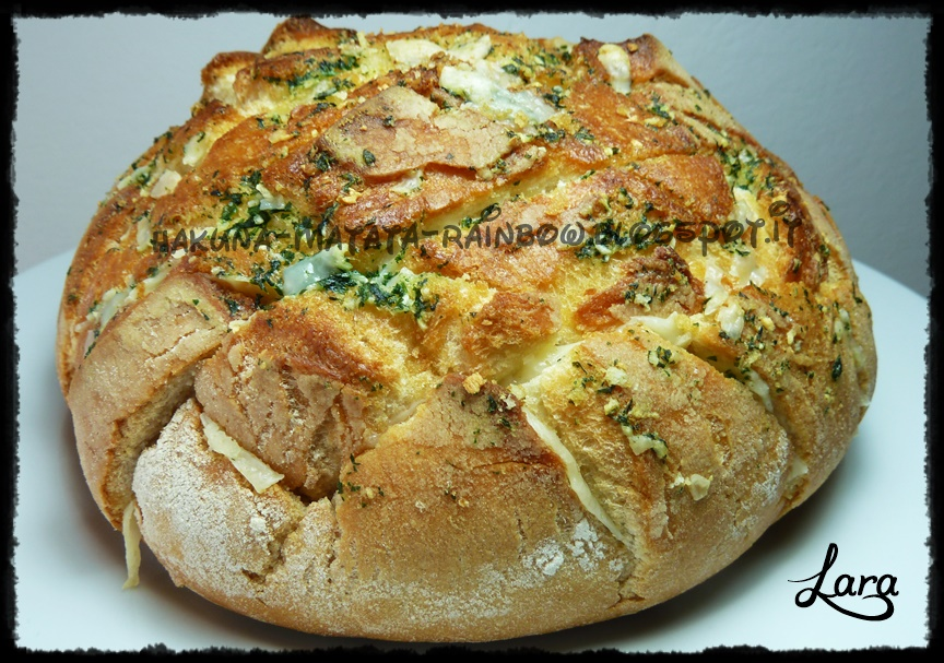 http://cucinaconlara.blogspot.it/2014/10/cheese-and-garlic-crack-bread-pagnotta.html