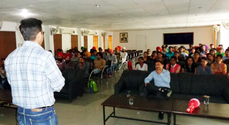 IT expert addressing the students during seminar on Computer Networking at GGNIVS