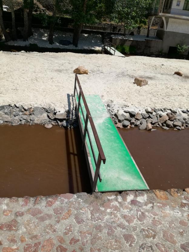 Ponte para entrar na ilha de areia