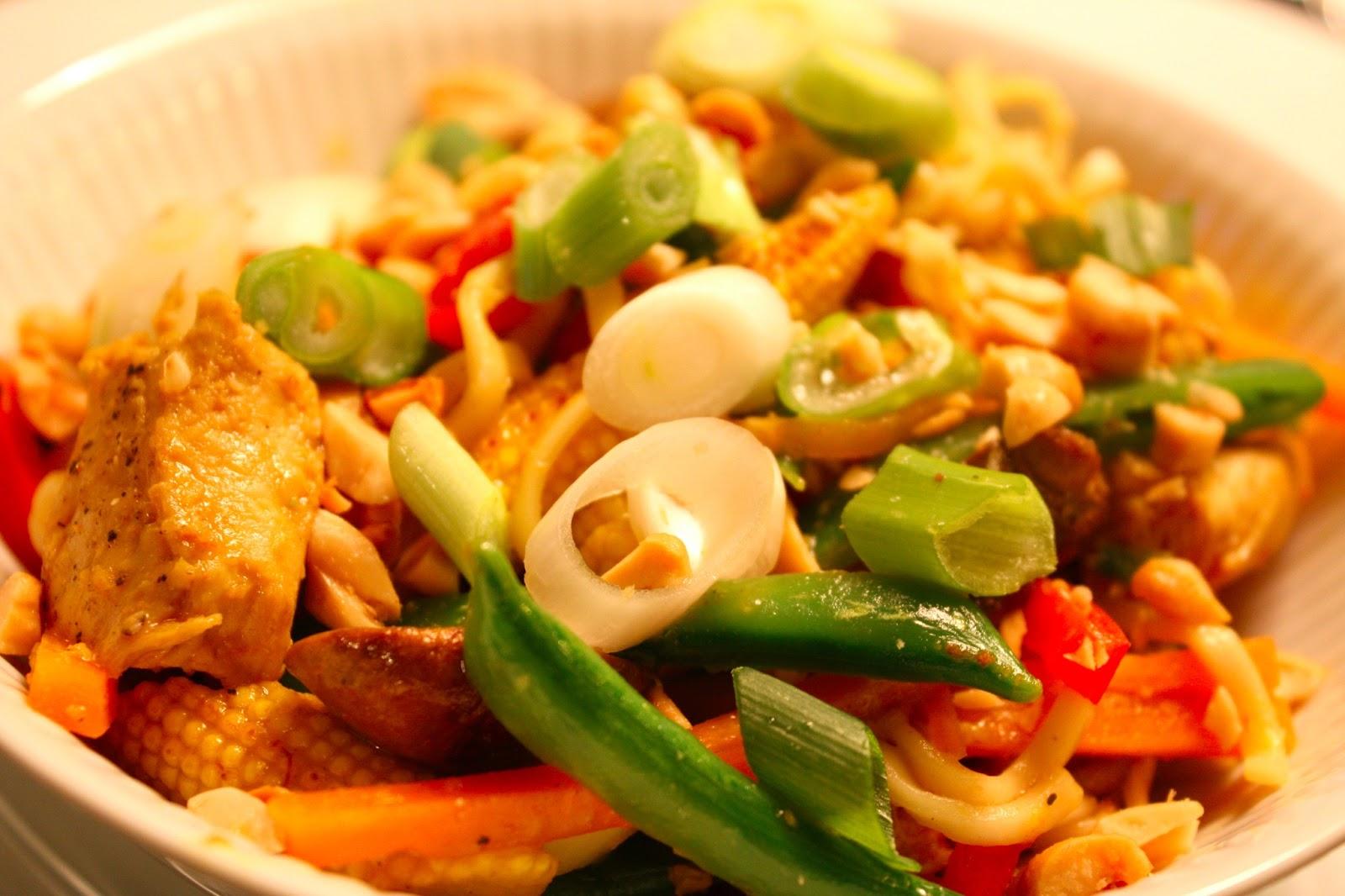 Wok med kylling, kokos og peanuts | TildeMa(d)