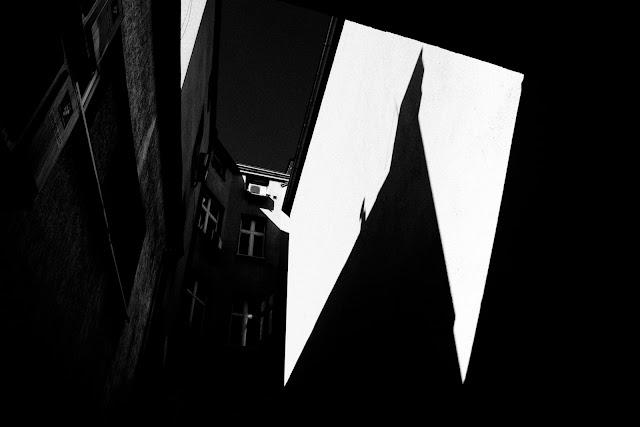 Rozbudza się świadomość. Fotografia odklejona. Kompozycja abstrakcyjna. fot. Łukasz Cyrus, 2018r.