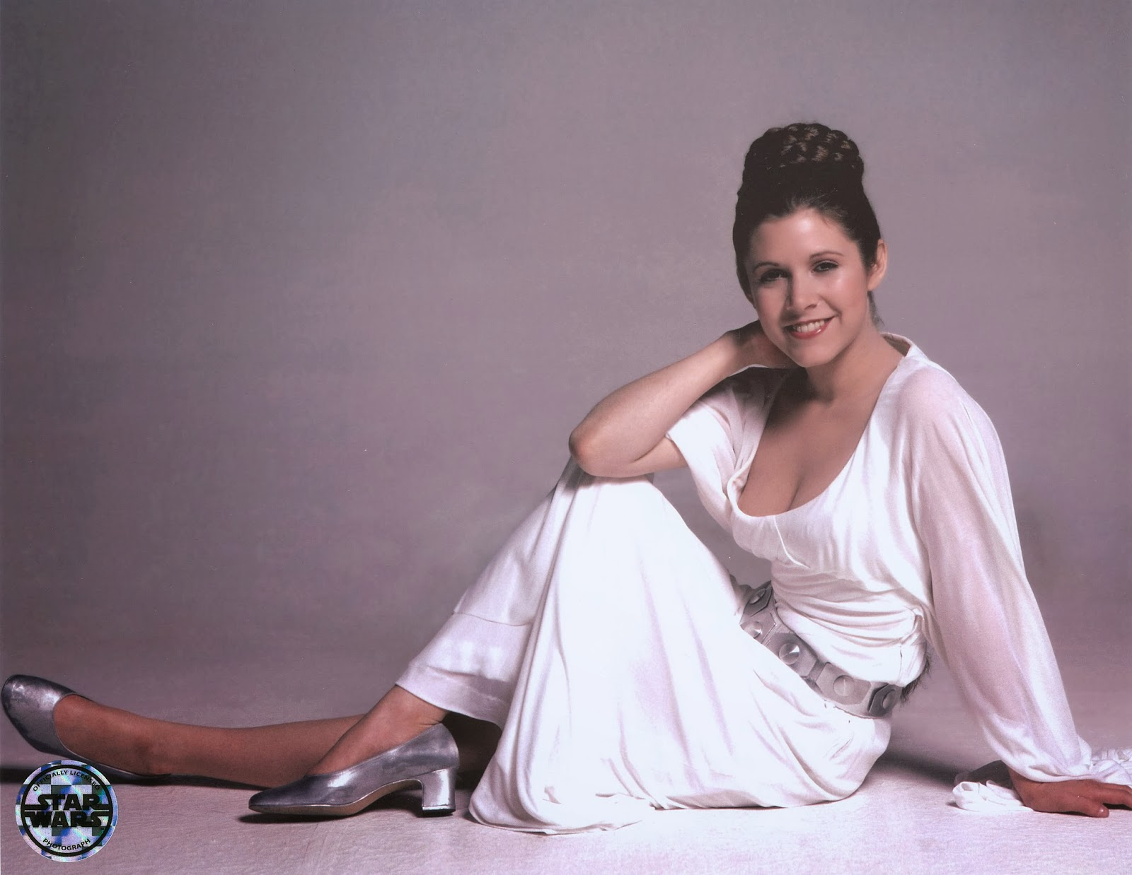 princess leia wearing a white dress