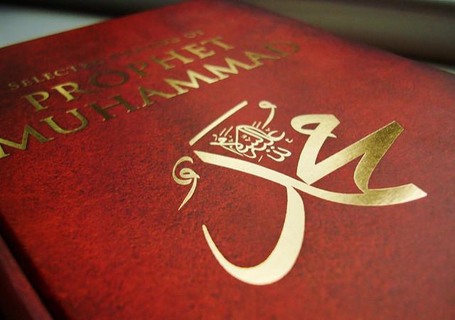 """Pagi itu rasulullah shalallhu 'alaihi wasallam, dengan suara terbata memberikan petuah, """"Wahai umatku, kita semua ada dalam kekuasaan Allah dan cinta kasih-Nya. Maka, taati dan bertaqwalah kepada-Nya. Kuwariskan dua hal pada kalian, Sunnah dan Al-Qur'an. Barang siapa mencintai sunnahku, berarti mencintai aku dan kelak orang-orang yang mencintai aku dan kelak-orang-orang yang mencintaiku, akan bersama-sama masuk surga bersama aku."""""""