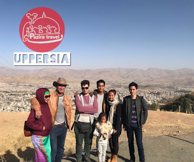 A group of travelers visiting Sanandaj