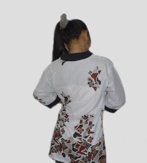 Baju batik wanita lengan 3/4 kombinasi embos - Belakang