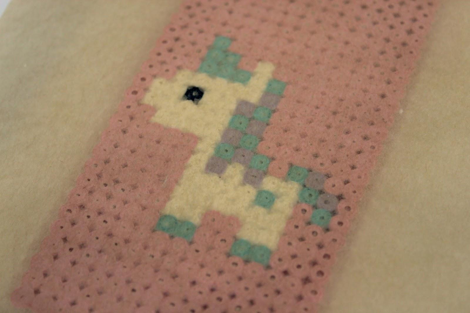 DIY Handyhülle Einhorn aus Hama Bügelperlen ganz einfach selber machen - das Must Have im Sommer