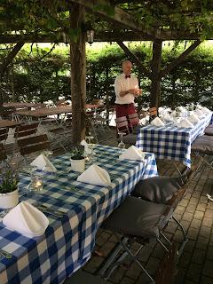 Biergarten nach dem Standesamt Herbst-Hochzeit in den Bergen, Lila, Orange, Riessersee Hotel Garmisch-Partenkirchen, Bayern, Autumn wedding in Bavaria, Lilac and Orange