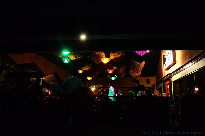 MO2 Bar's show band