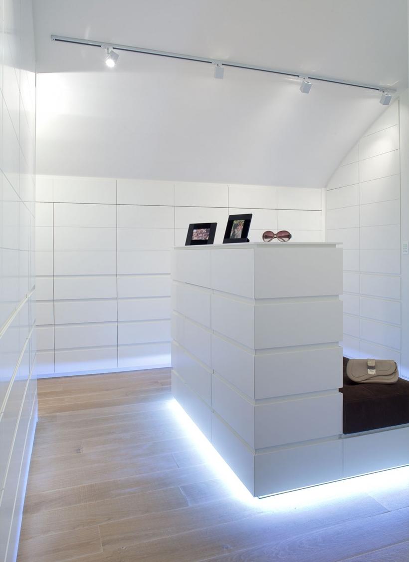 World Of Architecture: White Interior Design In Modern Sea