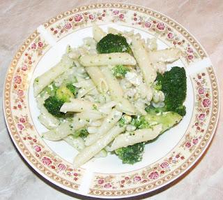 paste cu broccoli, paste cu broccoli si parmezan, paste, broccoli, retete cu paste, retete de paste, retete cu broccoli, preparate din paste, preparate din broccoli, mancaruri cu paste, mancaruri cu broccoli, retete, retete culinare, retete de mancare, paste cu broccoli si branza, mancare de paste, food, recipe, pasta,
