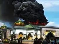 Astagfirullah, Kubah Utama Masjid Agung Belopa Terbakar Hebat
