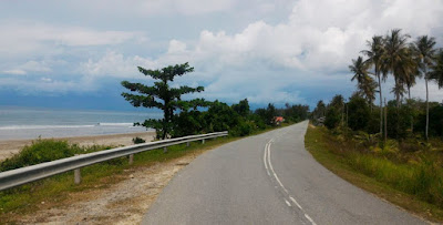 Heading to the Sawangan Beach, Kuala Penyu via the coastal road