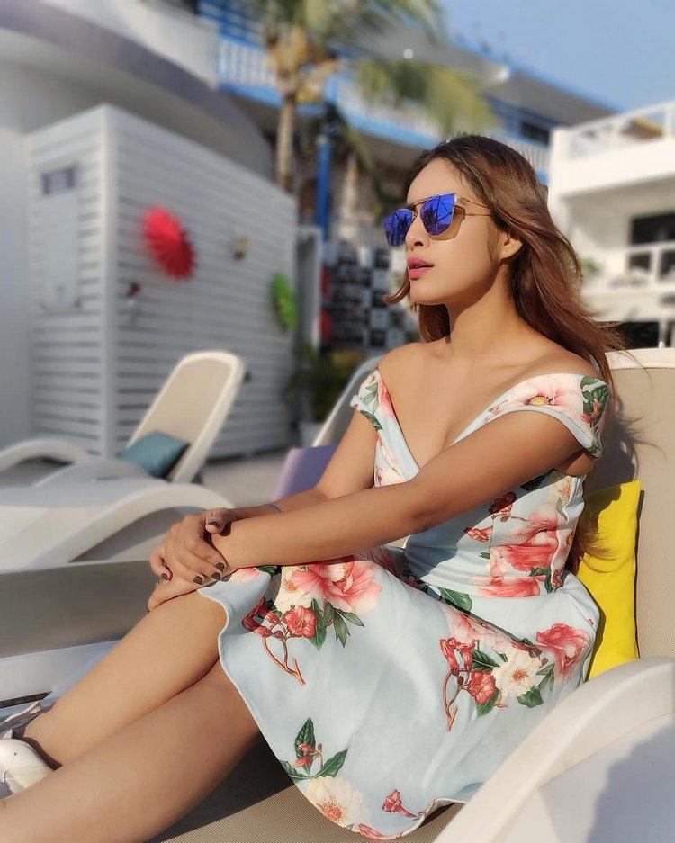 Neha-Malik-Hot-Cleavage-Pics-7