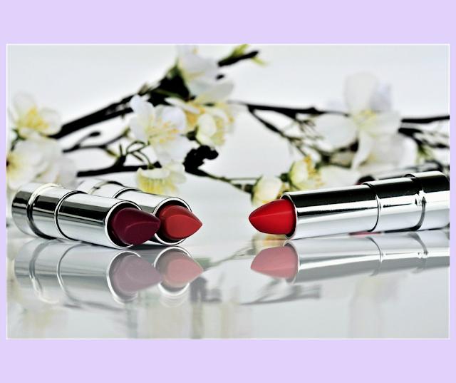 Batons vermelho, nude e vinho