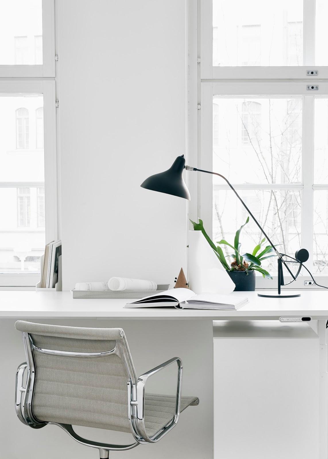 Crisp And Beautiful Office Space Minimal Blogs