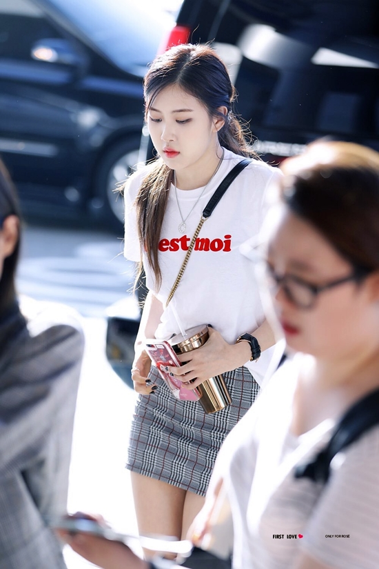 500 231969 1506065354 - Blackpink Rose Airport Style