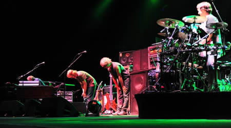 Live at the Comcast Theatre, Hartford, CT 2009/08/14  photo: Dave Vann (c)  Phish 2009