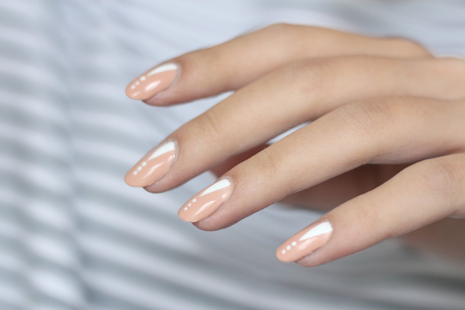essie perennial chic, essie nailpolish, minimal nails, miminal nail design, different is better, german beauty blogs