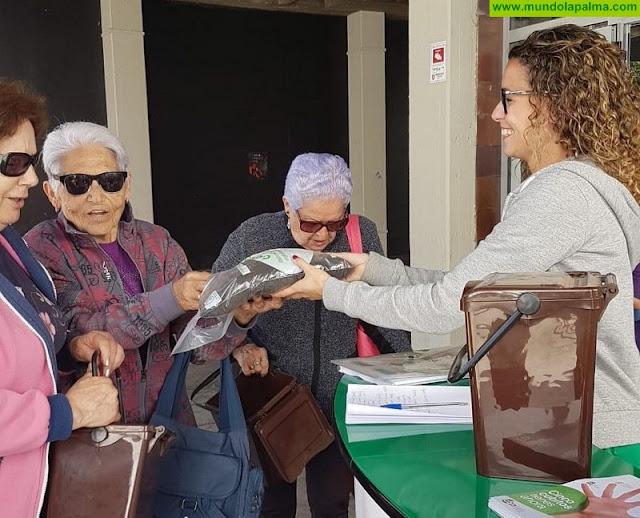 El Cabildo colabora con la campaña 'Cinco cubitos tienes ahora' con el reparto de bolsas de compost