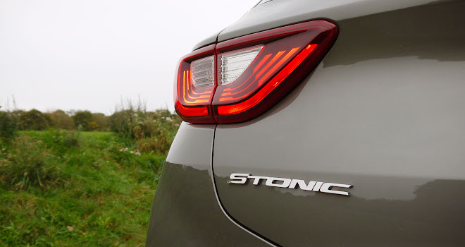 Kia Stonic badge