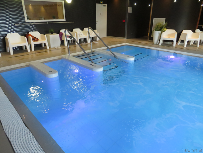 vitalspa bouc bel air piscine intérieure