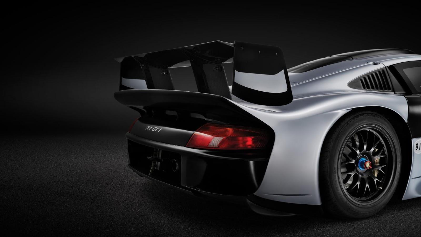 Siêu xe Porsche GT1 Evolution được bán với giá 2,3 triệu bảng