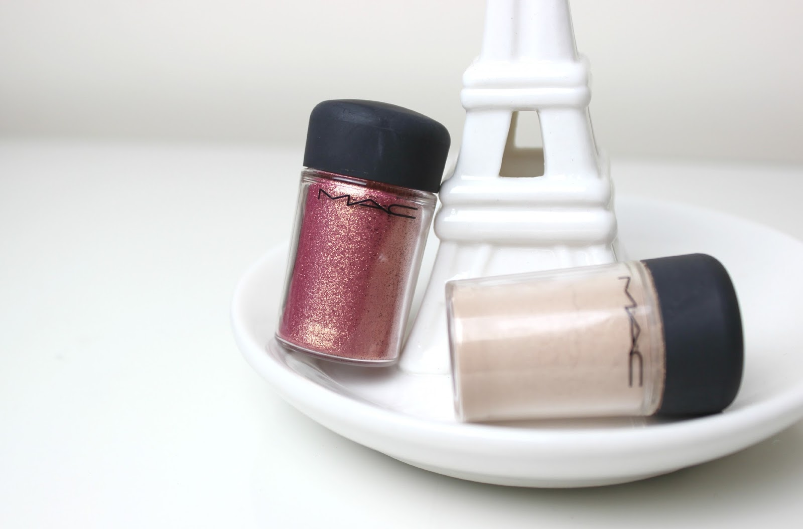A picture of MAC Pigments Naked & Rose