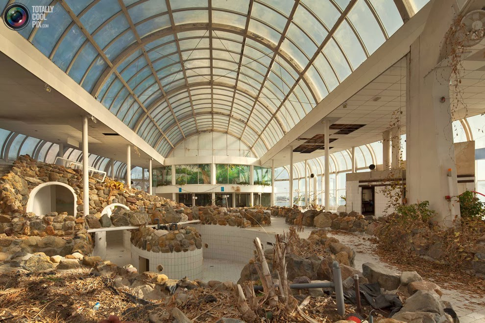 Tropicana Zwembad Deserted Places: An Abandoned Tropical Swimming Pool In