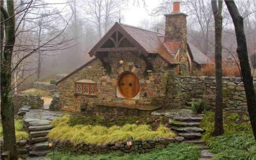 00-Archer-&-Buchanan-Architects-Hobbit-&-LotR-Cottage-JRR-Tolkien-www-designstack-co